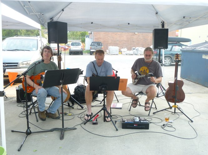 Pickett, Paul and Jeans entertain patrons and vendors at Cottin's Hardware Farmers Market, Thursdays, from 4:00 pm - 6:30 pm.