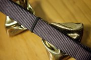 A piece of elastic slips over the dog&#39;s collar, which keeps the bow tie in place.