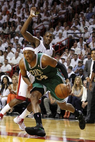 Boston Celtics' Paul Pierce (34) and Miami Heat's Mario Chalmers