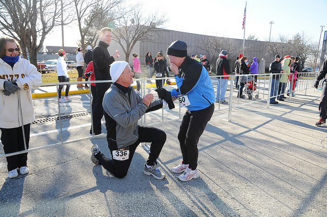 Race day marriage proposal courtesy of the Sweetheart Run (Leawood).