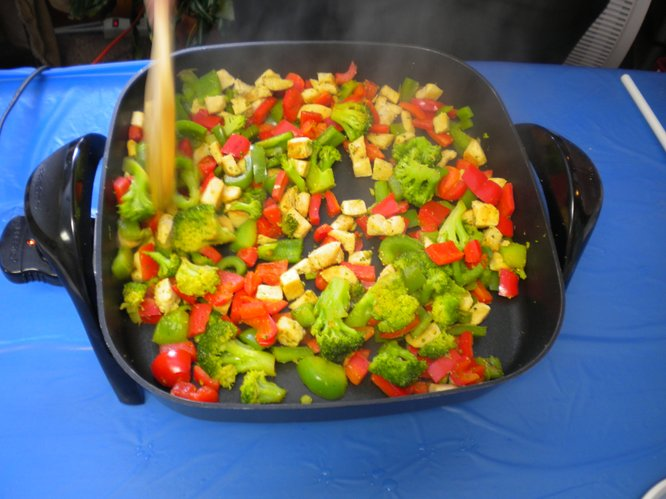 A whole wheat noodle skillet with fresh vegetables (2/27/13)