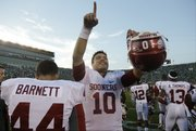 Oklahoma's Blake Bell (10) celebrates the Sooners' 35-21 victory over Notre Dame on Sept. 28 in South Bend, Ind.