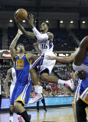 Sacramento Kings guard Ben McLemore, right, drives to the basket against Golden State Warriors center Andrew Bogut, of Australia during the fourth quarter of an NBA preseason basketball game in Sacramento, Calif., Wednesday, Oct. 23, 2013. The Kings won 91-90.(AP Photo/Rich Pedroncelli)