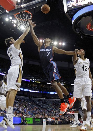 Charlotte Bobcats point guard Ramon Sessions (7) goes to the basket between New Orleans Pelicans center Jeff Withey (5) and forward Lance Thomas (42) in the second half of an NBA basketball game in New Orleans, Saturday, Nov. 2, 2013. The Pelicans won 105-84. (AP Photo/Gerald Herbert)