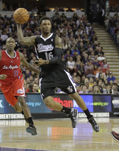 Sacramento Kings guard Ben McLemore, right, passes off as Los Angeles Clippers guard Jamal Crawford, left, looks on during the fourth quarter of an NBA basketball game in Sacramento, Calif., Friday, Nov. 29, 2013. The Clippers won in overtime 104-98. (AP Photo/Rich Pedroncelli)
