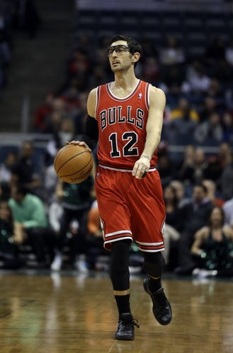 Chicago Bulls' Kirk Hinrich during the first half of an NBA basketball game against the Milwaukee Bucks Friday, Dec. 13, 2013, in Milwaukee. (AP Photo/Morry Gash)
