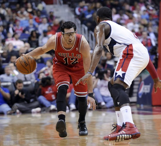 Chicago Bulls guard Kirk Hinrich (12) eyes Washington Wizards point guard John Wall during the first quarter of an NBA basketball game in Washington, Friday, Jan. 17, 2014. The Wizards won 96-93. (AP Photo/Susan Walsh)