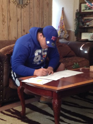 Apa Visinia signing his letter of intent this morning in Grandview, Mo.