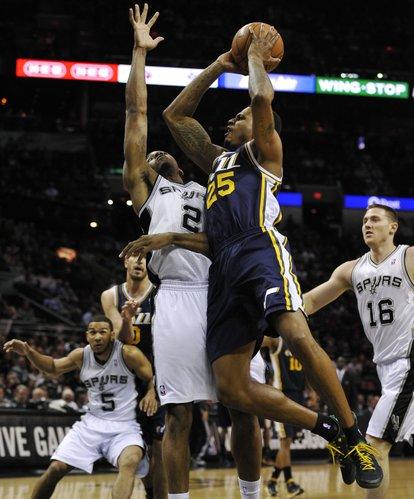 Utah Jazz guard Brandon Rush (25) shoots against San Antonio Spurs forward Kawhi Leonard during the first half of an NBA basketball game, Wednesday, Jan. 15, 2014, in San Antonio. San Antonio won 109-105. (AP Photo/Darren Abate)