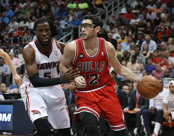 Chicago Bulls guard Kirk Hinrich (12) drives against Atlanta Hawks forward DeMarre Carroll (5) during the second half of an NBA basketball game Wednesday, April 2, 2014, in Atlanta. The Bulls won 105-92. (AP Photo/Jason Getz)
