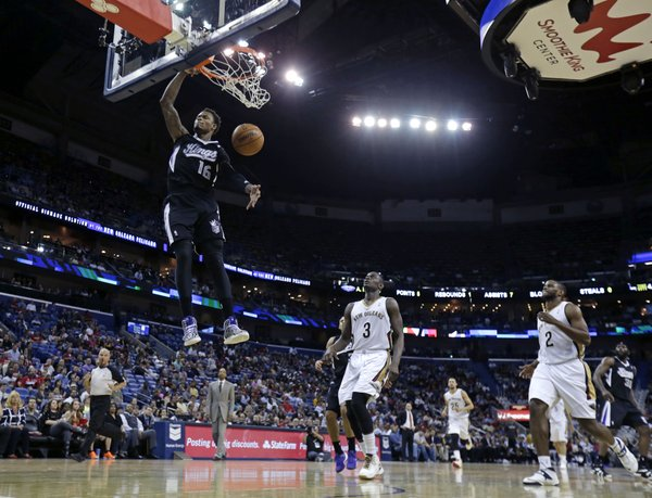 Sacramento Kings guard Ben McLemore (16) slam dunks in front of New Orleans Pelicans guard Anthony Morrow (3) and forward Darius Miller (2) in the second half of an NBA basketball game in New Orleans, Monday, March 31, 2014. The Kings won 102-97. (AP Photo/Gerald Herbert)