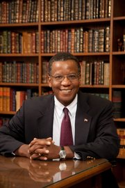 Reggie Robinson will become the new director of Kansas University's School of Public Affairs and Administration.