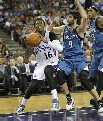 Sacramento Kings guard Ben McLemore (16) drives the the basket against Minnesota Timberwolves guard Ricky Rubio (9) during the second half of an NBA basketball game in Sacramento, Calif., on Sunday, April 13, 2014. The Kings won 106-103.(AP Photo/Steve Yeater)