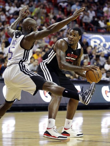 Houston Rockets' Tarik Black tries to pass around Sacramento Kings' Quincy Acy during the NBA summer league championship game Monday, July 21, 2014, in Las Vegas. (AP Photo/John Locher)