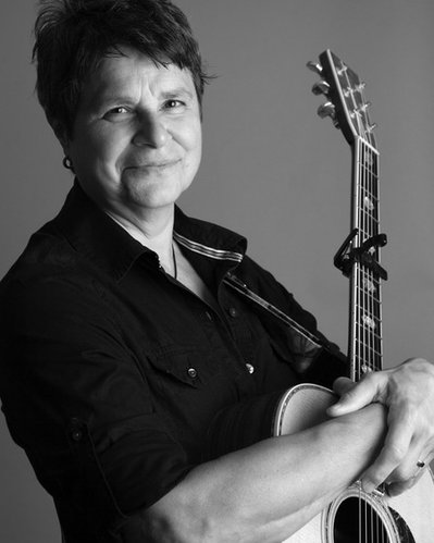 Tret Fure, one of the pioneers of women's music, will play an intimate folky acoustic session this Saturday at the Unitarian Fellowship of Lawrence, 1263 N. 1100 Road.