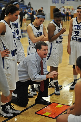 Iowa Western Community College women's basketball coach Jim Turgeon takes 30-3 record into national juco tournament.