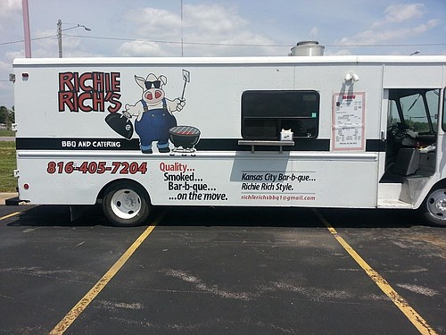 Richie Rich's, owned by barbecue competition veteran Rich Powers, serves up Kansas City-style 'cue.
