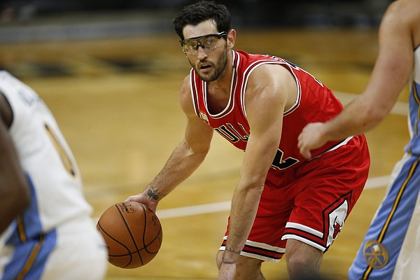 Chicago Bulls guard Kirk Hinrich (12) looks to pass the ball against the Denver Nuggets in the first half of an NBA preseason basketball game Thursday, Oct. 8, 2015, in Boulder, Colo. (AP Photo/David Zalubowski)