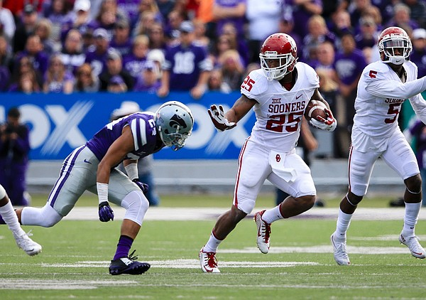 Oklahoma running back Joe Mixon (25) runs with the ball during the first half of an NCAA college football game against Kansas State in Manhattan, Kan., Saturday, Oct. 17, 2015. (AP Photo/Nati Harnik)