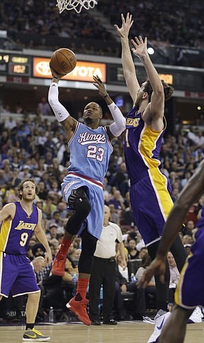 Sacramento Kings guard Ben McLemore, left, drives to the basket against Los Angeles Lakers forward Ryan Kelly, right, during the second half of an NBA basketball game in Sacramento, Calif., Friday, Oct. 30, 2015. The Kings won 132-114.(AP Photo/Rich Pedroncelli)