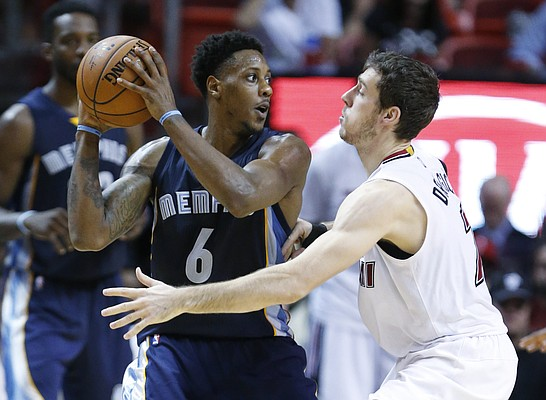 Memphis Grizzlies guard Mario Chalmers (6) looks for an open teammate past Miami Heat guard Goran Dragic (7) during the second half of an NBA basketball game, Sunday, Dec. 13, 2015, in Miami. Chalmers, playing against Miami as an opponent for the first time since being traded to Memphis last month, finished with 12 for the Grizzlies as the Heat defeated the Grizzlies 100-97. (AP Photo/Wilfredo Lee)
