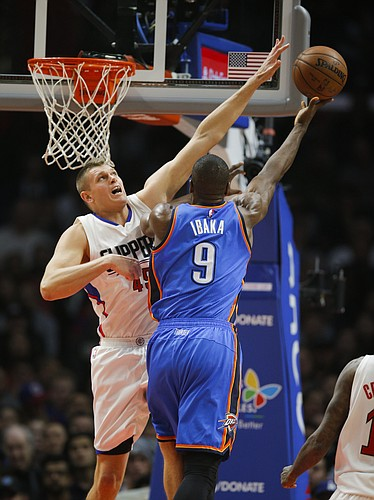 Los Angeles Clippers' Cole Aldrich, left, defends Oklahoma City Thunder's Serge Ibaka during the first half of an NBA basketball game, Monday, Dec. 21, 2015, in Los Angeles. (AP Photo/Jae C. Hong)