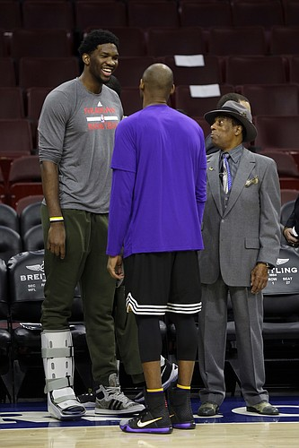 Los Angeles Lakers' Kobe Bryant, center, meets with the Philadelphia 76ers' Joel Embiid, left, and Sonny Hill ahead of a basketball game Tuesday, Dec. 1, 2015, in Philadelphia. (AP Photo/Matt Rourke)