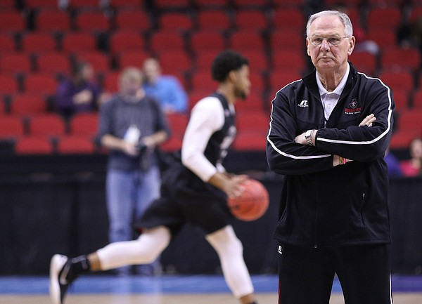 Austin Peay head coach Dave Loos watches over the Governors' practice on Wednesday, March 16, 2016 at Wells Fargo Arena in Des Moines, Iowa. The Jayhawks will take on the Governors Thursday.