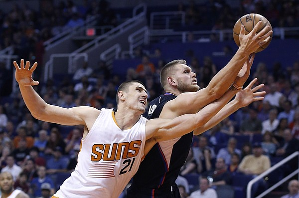 Los Angeles Clippers' Cole Aldrich, right, grabs a rebound in front of Phoenix Suns' Alex Len (21) during the first half of an NBA basketball game Wednesday, April 13, 2016, in Phoenix. (AP Photo/Ross D. Franklin)