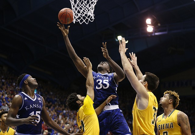 Photo Kansas Center Udoka Azubuike 35 Fights For An Offensive