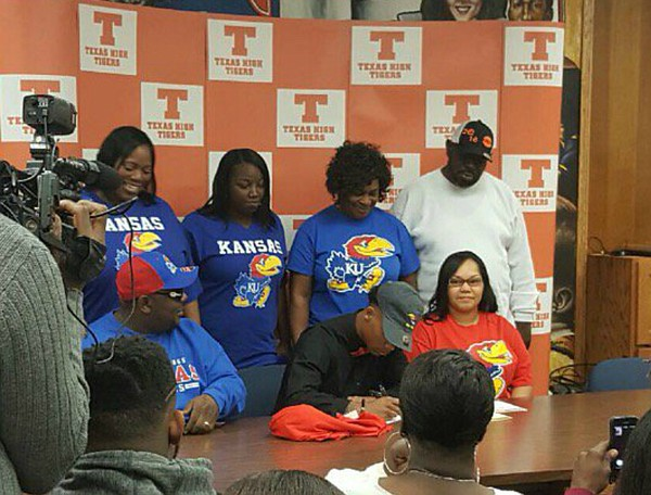 Texarkana, Texas, receiver Quan Hampton signs with Kansas football, on Feb. 1, 2017.