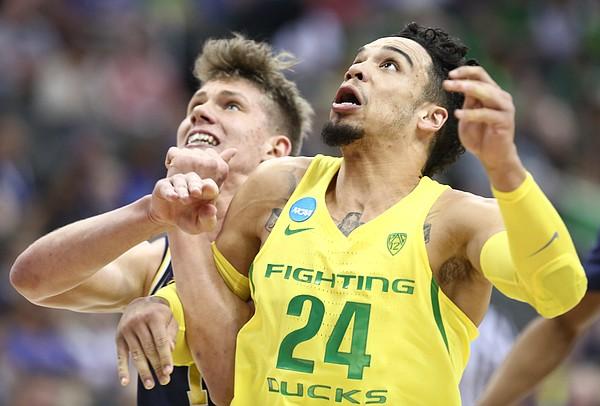 Oregon forward Dillon Brooks (24) fights for position against Michigan forward Moritz Wagner (13) during the first half, Thursday, March 23, 2017 at Sprint Center in Kansas City, Mo.
