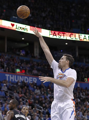 Oklahoma City Thunder forward Nick Collison (4) shoots a basket against the Los Angeles Clippers during the second half of an NBA basketball game in Oklahoma City, Friday, Nov. 11, 2016. Los Angeles won 110-108. (AP Photo/Alonzo Adams)