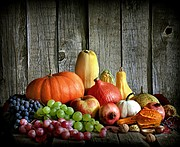 It can be hard to pick healthy options on Thanksgiving, but remember that fresh produce is a good choice.
