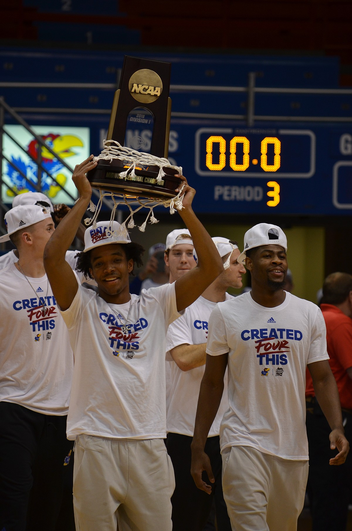 Kansas basketball team greets fans after Elite Eight ...