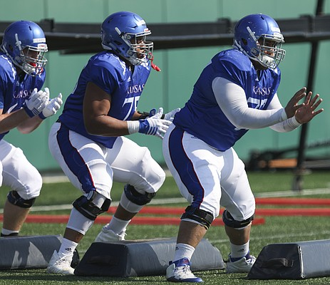 Are nabisco honey maid graham crackers gluten free kansas offensive lineman andru tovi right antoine frazier and beau lawrence shuffle through a fandeluxe Choice Image
