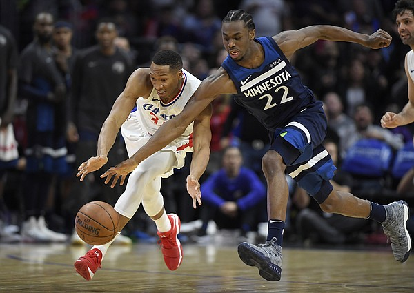 Los Angeles Clippers forward Wesley Johnson, left, and Minnesota Timberwolves forward Andrew Wiggins go after a loose ball during the second half of an NBA basketball game, Monday, Jan. 22, 2018, in Los Angeles. The Timberwolves won 126-118. (AP Photo/Mark J. Terrill)