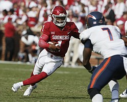 Oklahoma quarterback Kyler Murray (1) carries past UTEP linebacker Kalaii Griffin (7) during an NCAA college football game between UTEP and Oklahoma in Norman, Okla., Saturday, Sept. 2, 2017. (AP Photo/Sue Ogrocki)