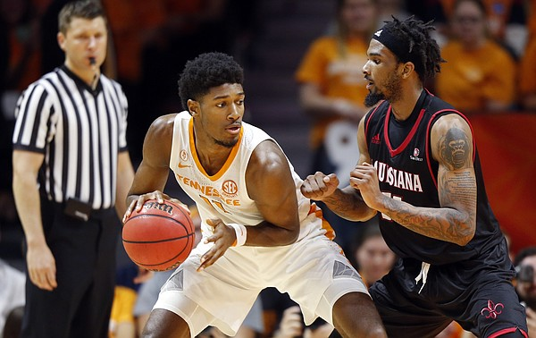Tennessee forward Kyle Alexander (11) works against Louisiana-Lafayette forward JaKeenan Gant, right, during the second half of an NCAA college basketball game Friday, Nov. 9, 2018, in Knoxville, Tenn. Tennessee won 87-65. (AP photo/Wade Payne)