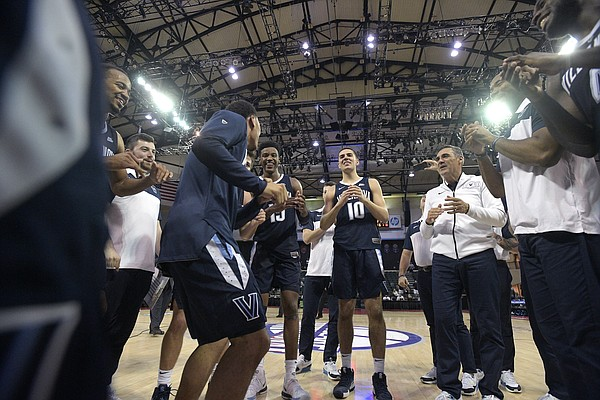 Villanova head coach Jay Wright, right, huddles with players on the court after getting the victory over Florida State in the championship game of an NCAA college basketball tournament Sunday, Nov. 25, 2018, in Lake Buena Vista, Fla. (AP Photo/Phelan M. Ebenhack)