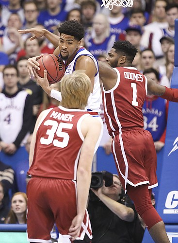 Kansas forward Dedric Lawson (1) pulls in a rebound from Oklahoma guard Rashard Odomes (1) and Oklahoma forward Brady Manek (35) during the first half, Wednesday, Jan. 2, 2019 at Allen Fieldhouse.